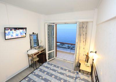 Δίκλινο με διπλό κρεβάτι και θέα την θάλασσα