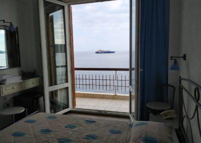 Δίκλινο με διπλό κρεβάτι και θέα την θάλασσα-2019-4